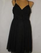 Czarna sukienka ze zdobionym dekoltem Okay 46...