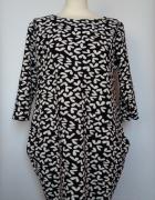 Krótka ołówkowa sukienka w serca z kieszeniami