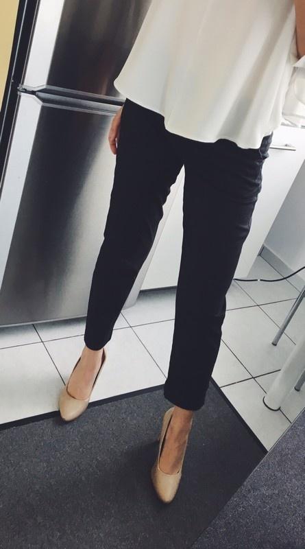Spodnie Czarne klasyczne spodnie Reserved