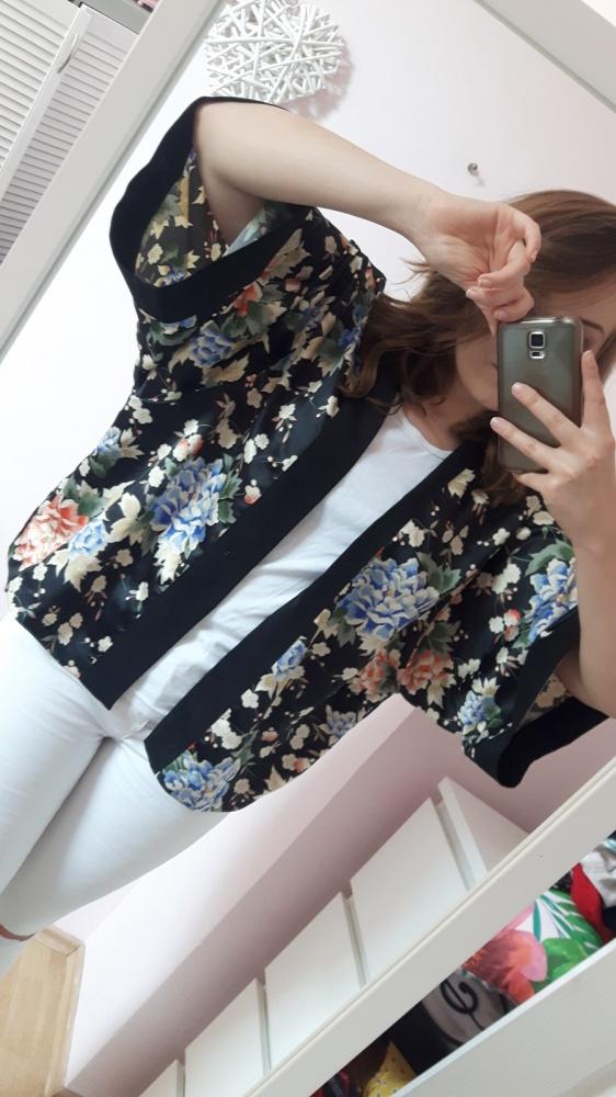 Narzutka czarna w kwiaty uniwersalna kimono