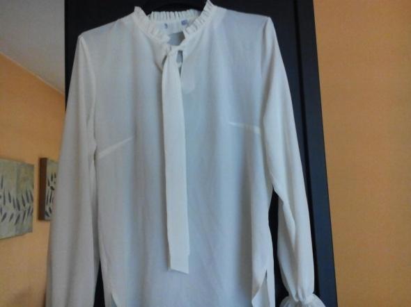 Kremowa asymetryczna koszula z krawatem 36