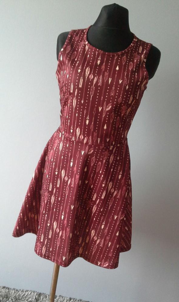 Bordowa rozkloszowana sukienka boho etno aztekcie...