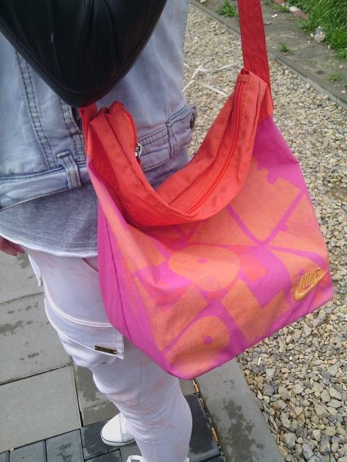 Kolorowa torba Nike...
