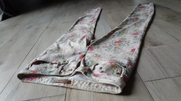 Spodnie Spodnie S 36 Pull&Bear rurki skinny wąskie kwiaty