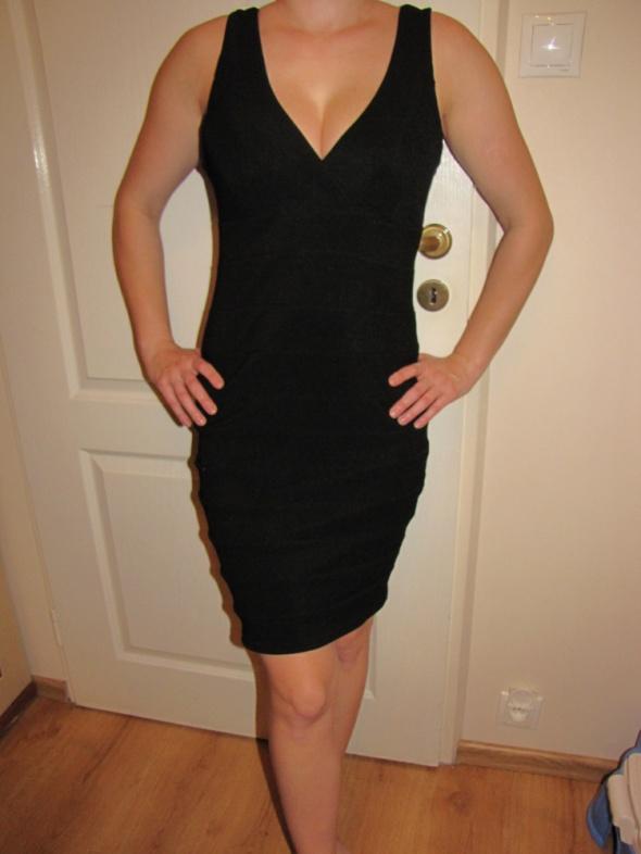 Czarna sukienka sexowna tuba New Look...