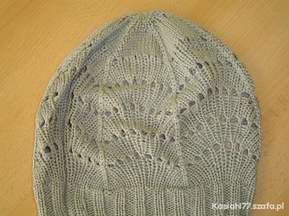 Ażurowa szara czapka