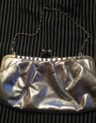 Śliczna prawie nowa srebrna torebka na łańcuszku