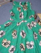 Sukienka w duże kwiaty