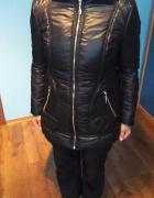 kurtka zimowa czarna połysk pikowana S małe M stan idealny