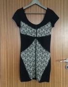 Mała czarna sukienka LBD z koronkową dekoracją Bershka