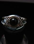 srebrny piercionek filigran z czarnym kamieniem