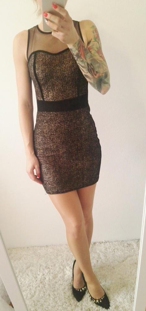 Eleganckie sukienka dopasowana czarno złota doskonała na sylwestra
