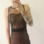 sukienka dopasowana czarno złota doskonała na sylwestra