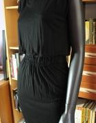 Czarna sukienka odsłonięte plecy...