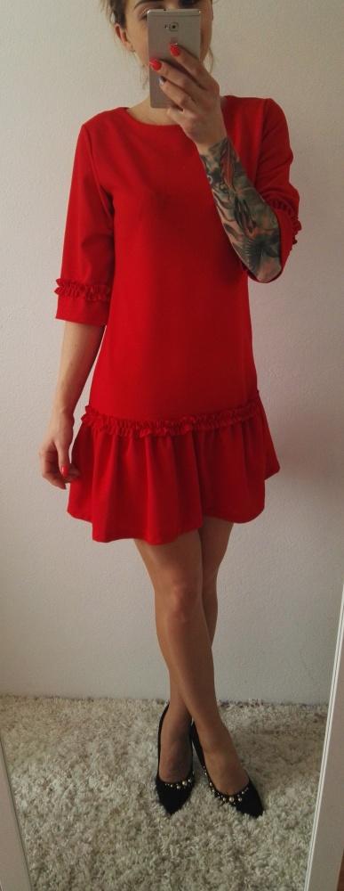 Eleganckie świąteczna czerwona sukienka z falbaną