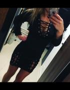 Modna sukienka mała czarna sznurowania wiązania