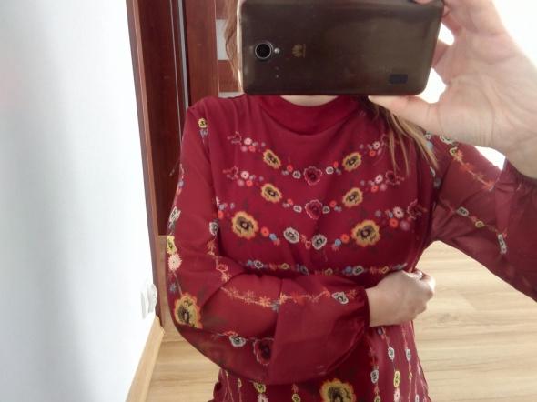 Codzienne Bordo sukienka folk półgolfik