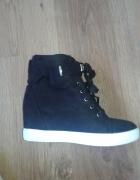 Czarne zamszowe botki na koturnie sneakersy 37