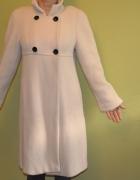 płaszcz wełniany kremowy