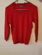 Czerwony sweter z United Colors of Benetton...
