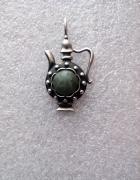 Piękny stary srebrny wisior z zielonym kamieniem
