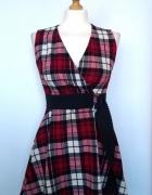 Rozkloszowana sukienka w szkocką kratę