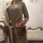 Płaszczyk z odpinanym futerkiem z kieszeni
