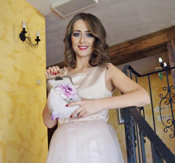 świąteczna stylizacja pudrowa sukienka by Rasińska