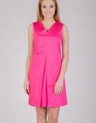 Różowa sukienka z zakładką Quiosque...
