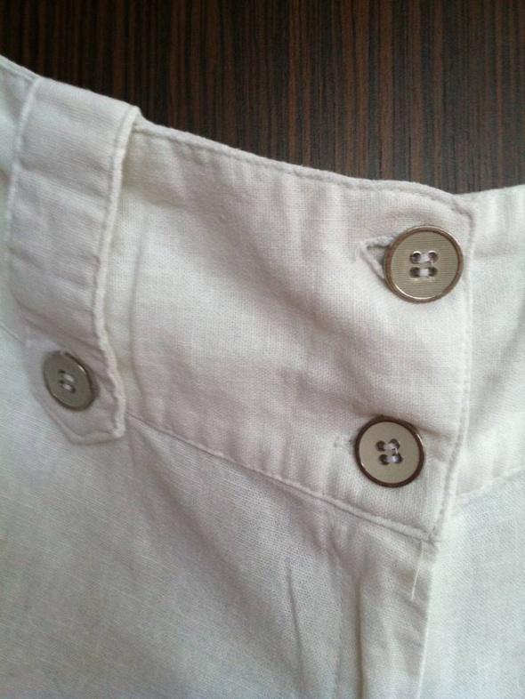 Spodnie lniane białe z guziczkami...