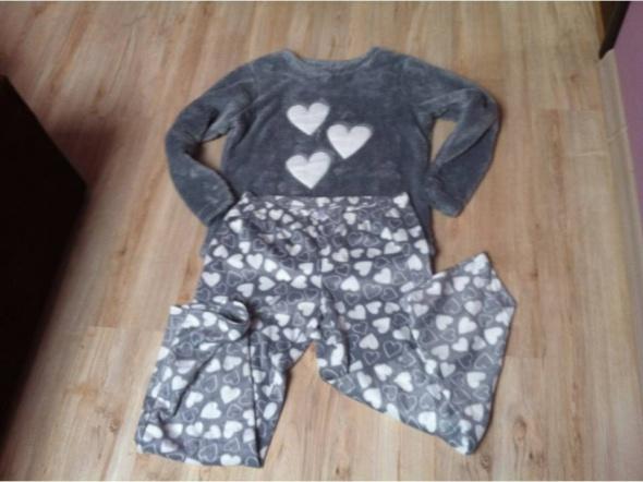 Puchata piżama w serducha
