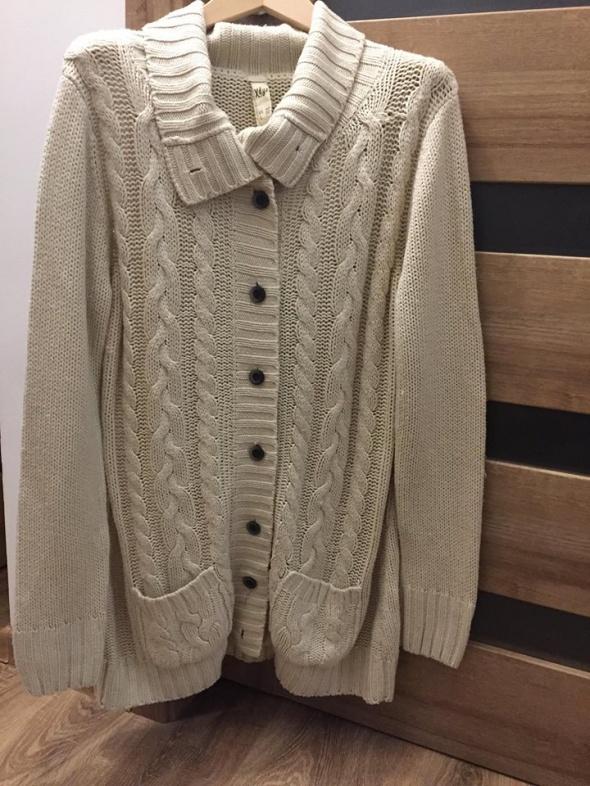 Długi beżowy sweter Pull&Bear...