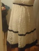 Sukienka ukrywająca brzuszek może być ciążowa...