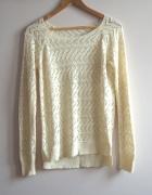 Sweterek ażurowy kremowy dłuższy tył...