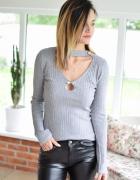 4835 Sweter PERLA z dekoltem szary