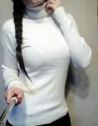 elastyczny sweter dzianina biały