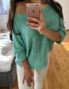 miętowy sweterek na jedno ramię oversize