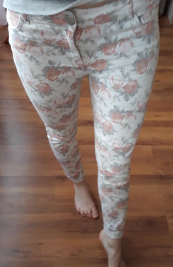 Spodnie spodnie w kwatki