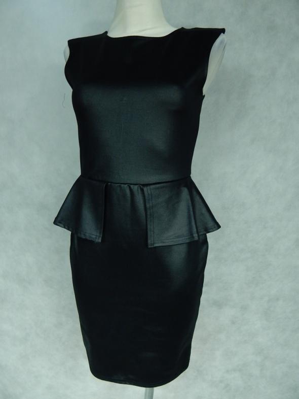 Suknie i sukienki Ołówkowa sukienka z BASKINKĄ 36 S