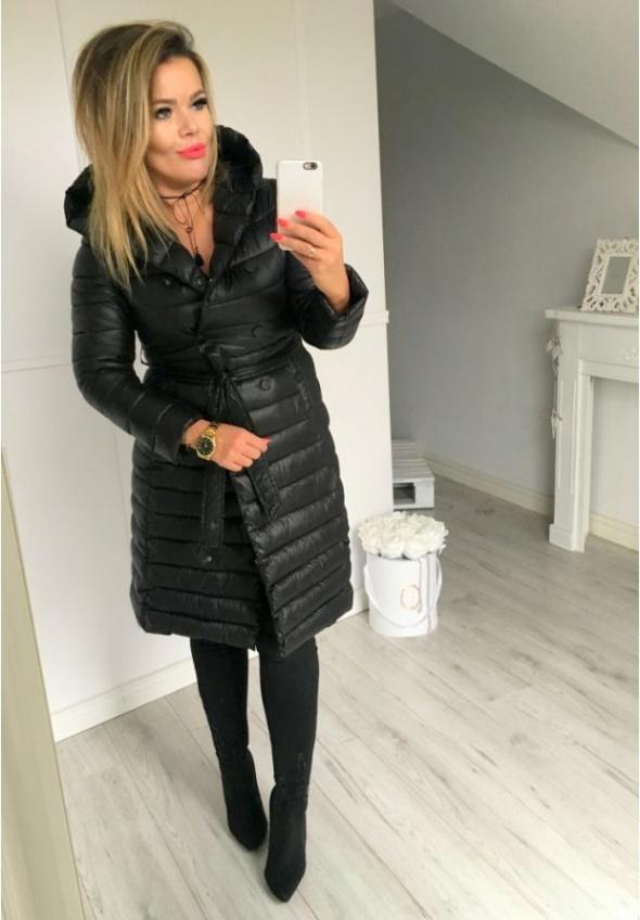 czarny pikowany płaszcz paradise...