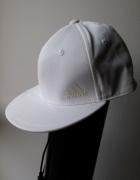 Adidas czapka z daszkiem biała 60 cm LXL...