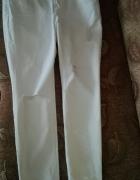 Białe mom jeans przetarcia dziury boyfriend L