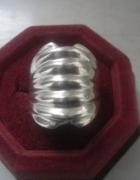 Ciekawy srebrny autorski pierścionek szeroki front