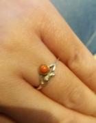 Stary pierścionek z koralikiem
