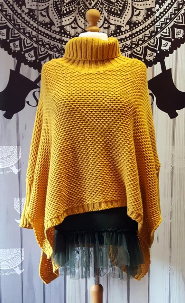 Miodowy sweter ponczo z golfem...