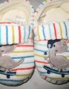 MUST HAVE dziecięce obuwie domowe w paski r 23