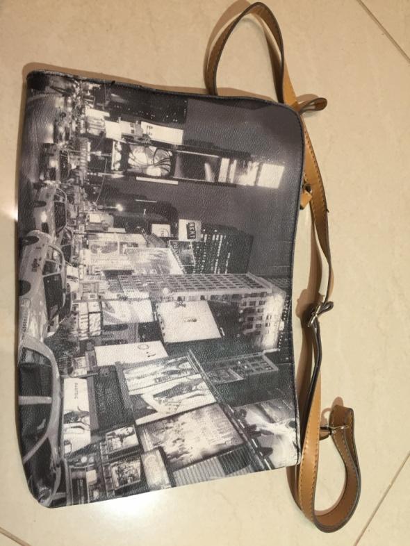 Torebki wieczorowe Kopertówka torebka z panoramą Parfois