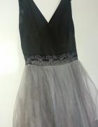 Rozkloszowana suknia tiulowa