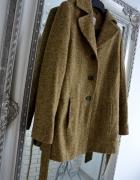 Oliwkowy płaszczyk z paskiem