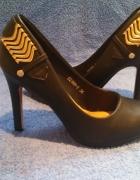 Czarne eleganckie czółenka